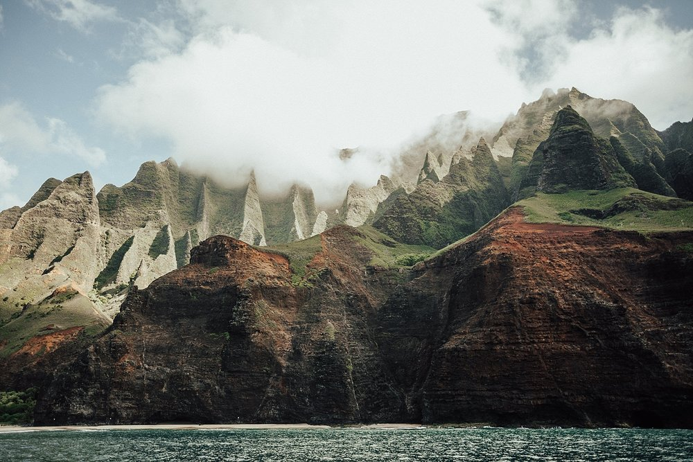 kauai-hawaii-napali-coast-couple-session-jordan-lee-dooley-soul-scripts-lindsey-roman-destination-elopement-photographer-17.jpg