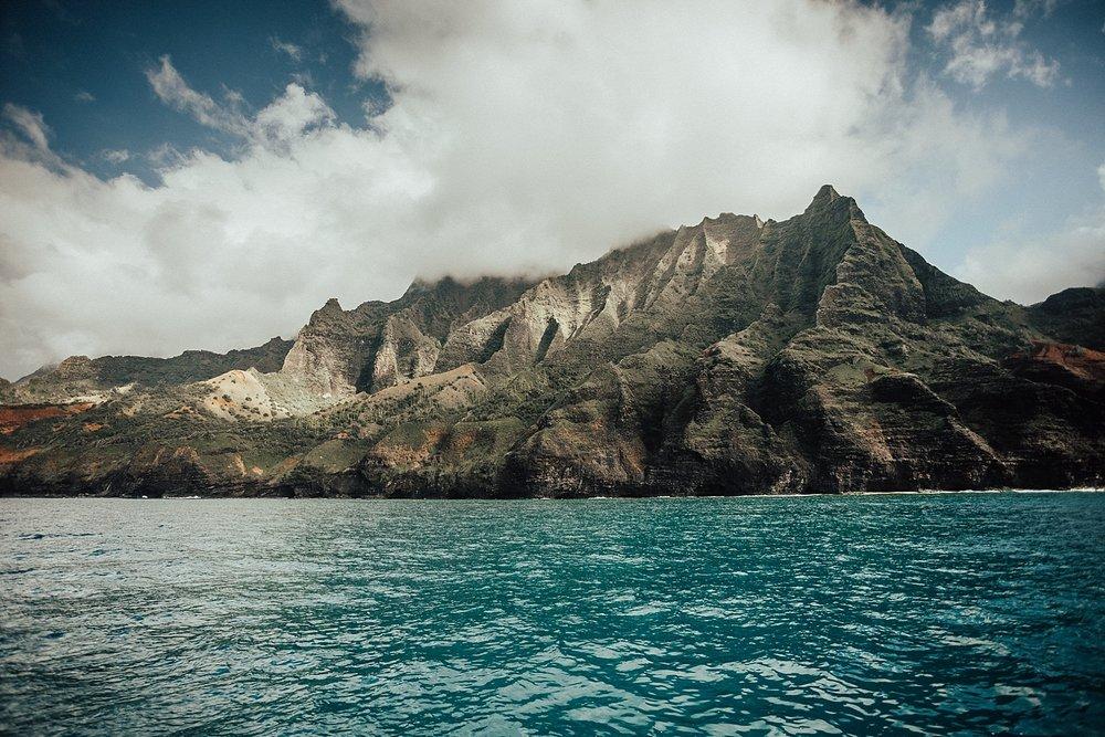 kauai-hawaii-napali-coast-couple-session-jordan-lee-dooley-soul-scripts-lindsey-roman-destination-elopement-photographer-20.jpg