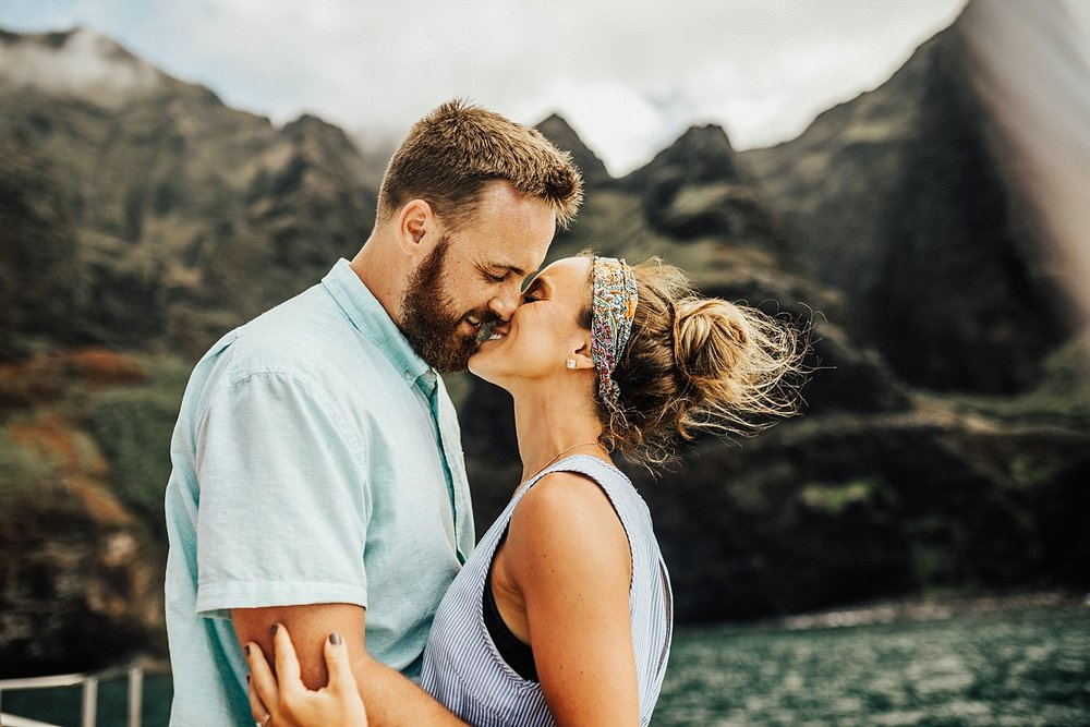 kauai-hawaii-napali-coast-couple-session-jordan-lee-dooley-soul-scripts-lindsey-roman-destination-elopement-photographer-57.jpg