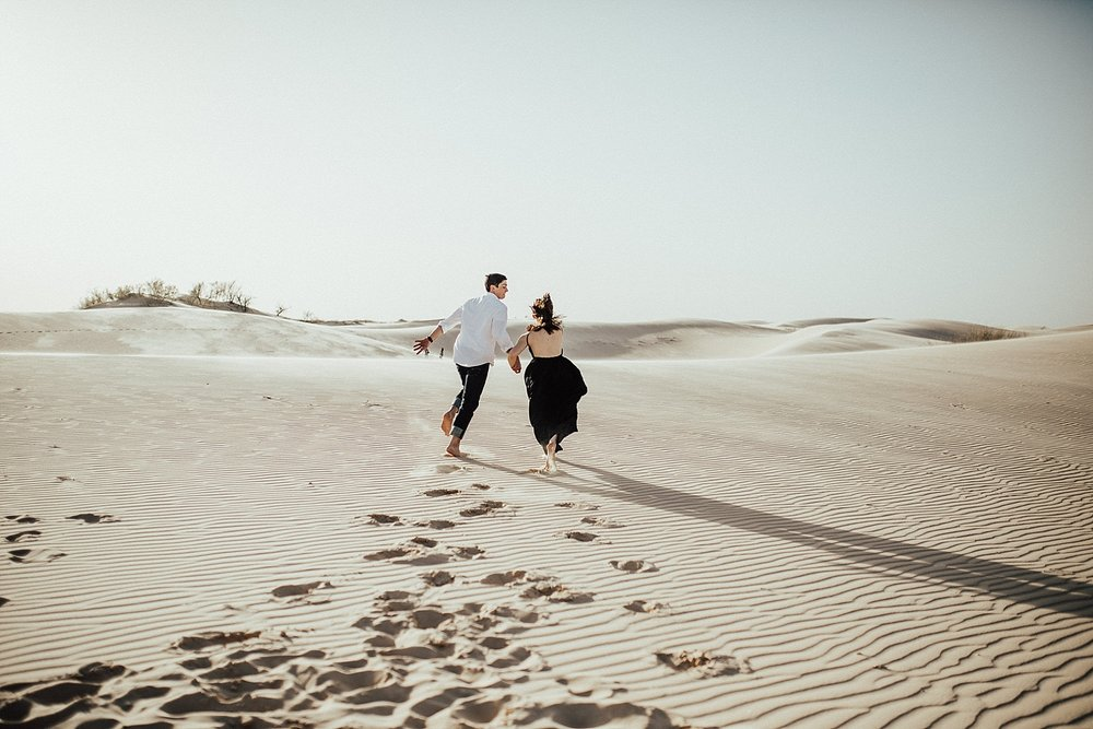 lindsey-roman-sand-dune-anniversary-session-adventurous-destination-elopement-photographer-1.jpg