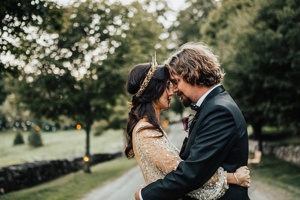 east-coast-woodstock-vermont-dark-gothic-untraditional-enchanted-forest-wedding-inspiration-lindsey-roman-photography-72.jpg