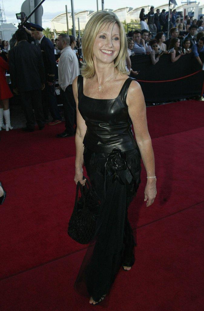Olivia Newton John, 2001