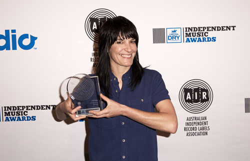 Jen Cohler of Milk Records accepts Courtney Barnett's award at the 2015 AIR Awards. Pic via the AU Review