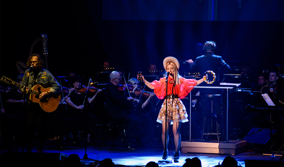 Kate Miller Heidke fronts the Sydney Symphony Orchestra for her latest album Live at the Sydney Opera House.