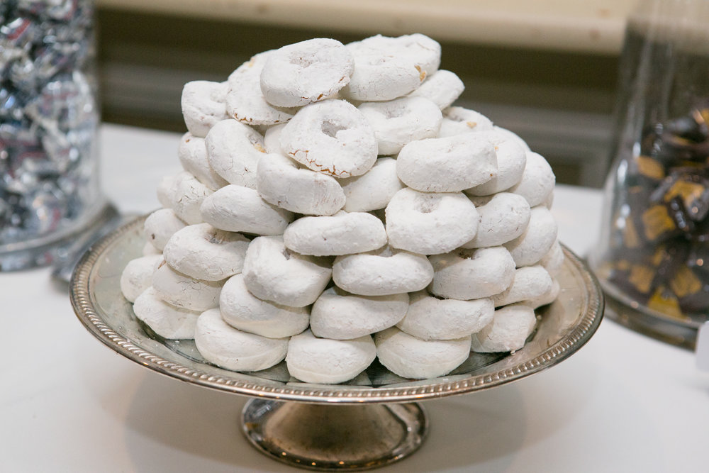 Elegant presentation for powdered sugar donettes!  Photo by  Shani Barel Photography .