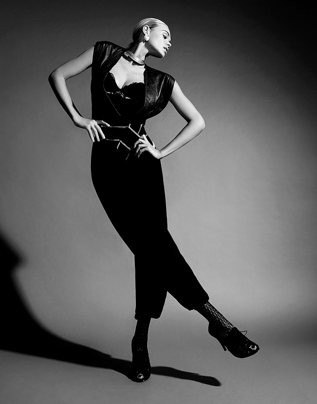 Black and white portrait of woman standing on one leg with hands on hips - Mark DeLong: Fashion Gallery
