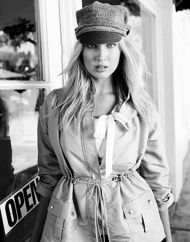 Mark DeLong - Lifestyle Photography - A blonde model in a hat in black and white