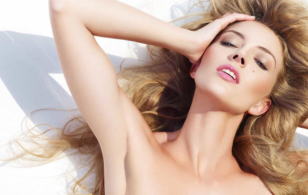 Portrait of woman with natural blond hair laying down with hand on her head - Mark DeLong: Fashion Gallery