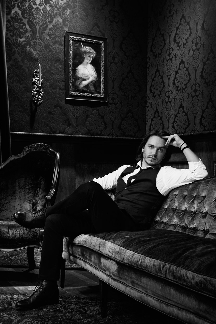 Mark DeLong - Celebrity Photographer - Relaxed black and white photo of actor reclining on a couch.