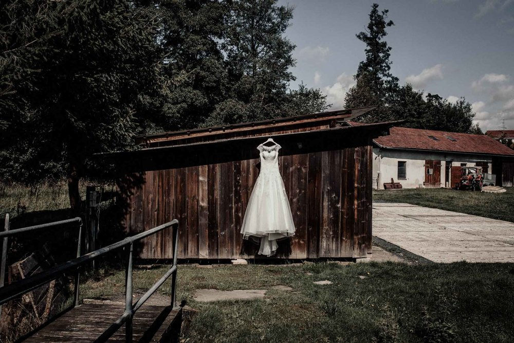 In-Love-with-a-Wolf-Hochzeitsfotograf-Coburg-Mitwitz-Nürnberg-Erlangen-Fürth-2.jpg