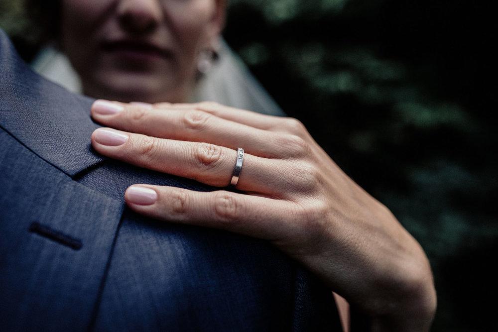 In-Love-with-a-Wolf-Hochzeitsfotograf-Coburg-Mitwitz-Nürnberg-Erlangen-Fürth-38.jpg