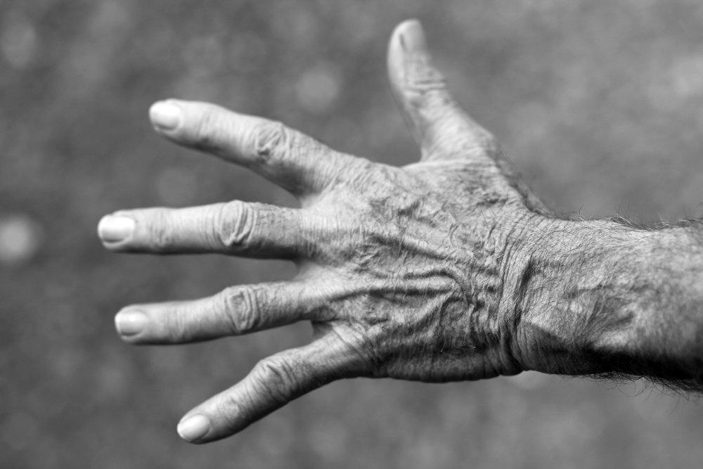 black-and-white-elderly-fingers-54321.jpg