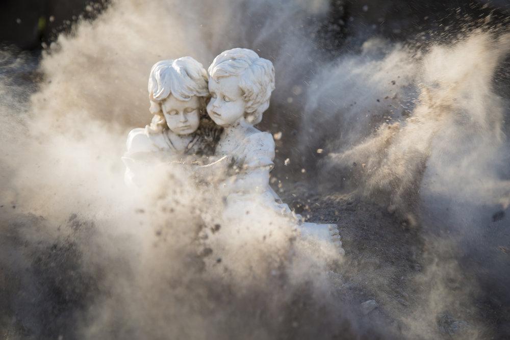 _002_statue-girl-boy-female-male-war-Sebastian Voortman.jpg