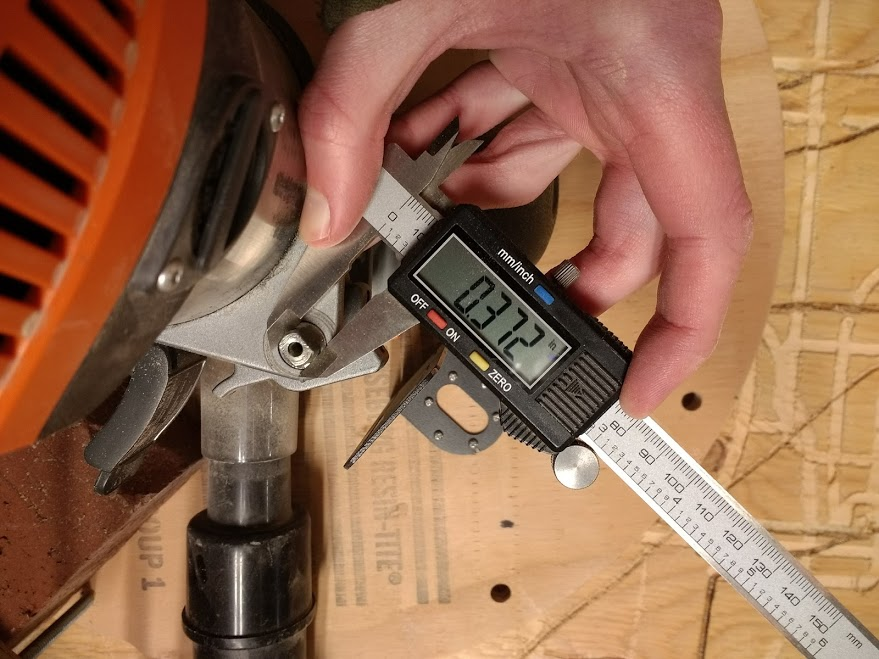 Use a precise measuring device to measure the width of the fine adjustment shaft. The coupler you choose when purchasing your Z-Axis Kit will connect the fine adjustment shaft on your router to the Z-Axis motor. Be sure to remove the knob that is (usually) attached to this shaft before measuring it.