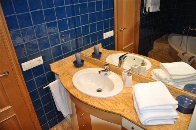 bathroom 1 (Small).JPG