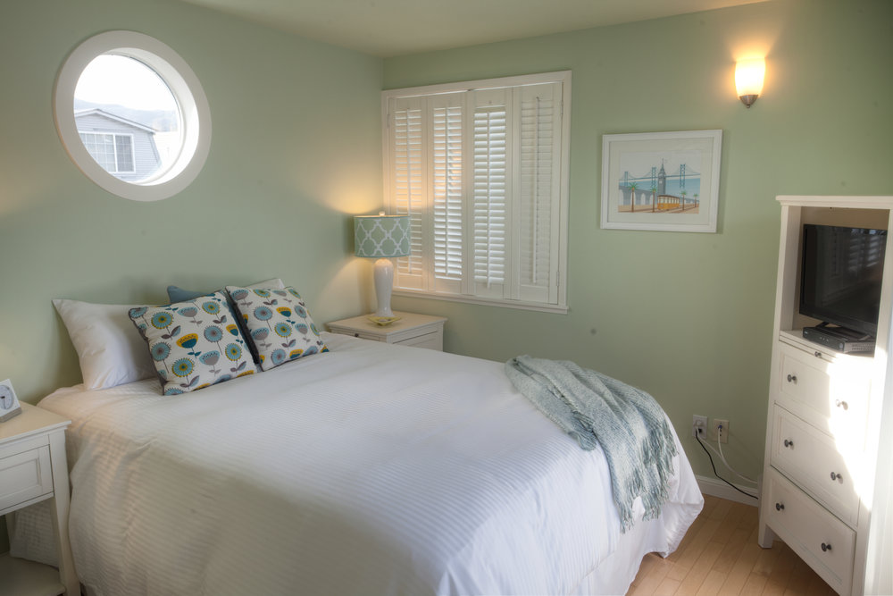 2nd bedroom has queen sized bed, views of the water!