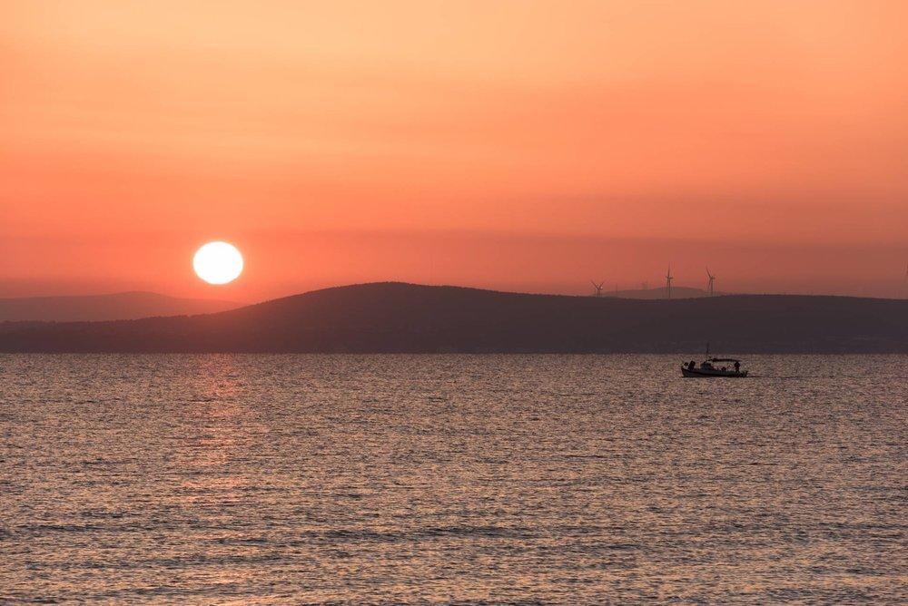 Solnedgang på Chios. Foto: Eirik Johan Solheim.