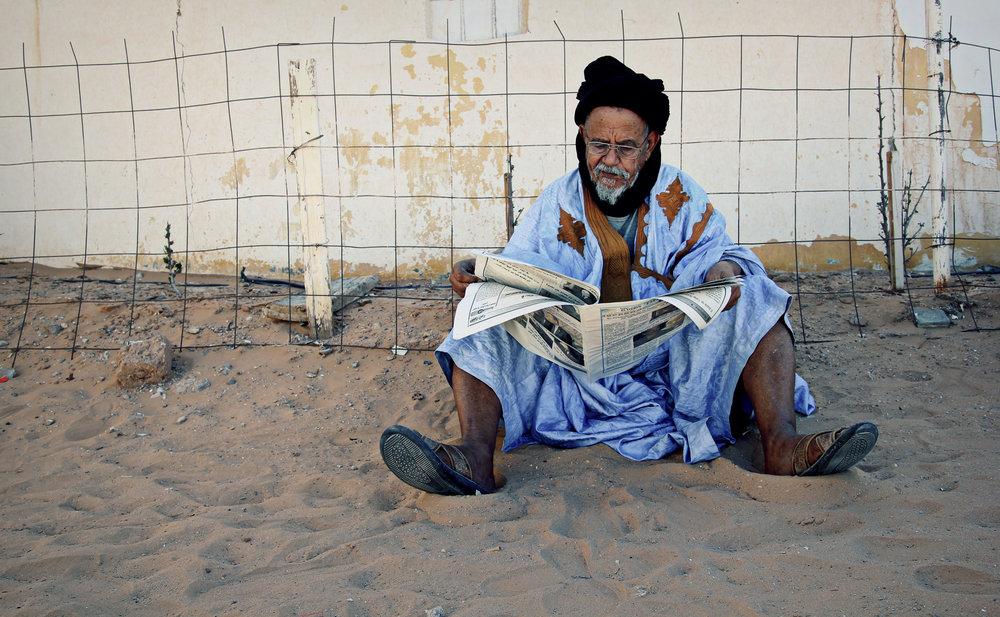 Saharawiene følger med på hva som skjer i verden. Selv er de gjemt og glemt av medibildet i verden. Foto: Mali Galaaen Røsseth