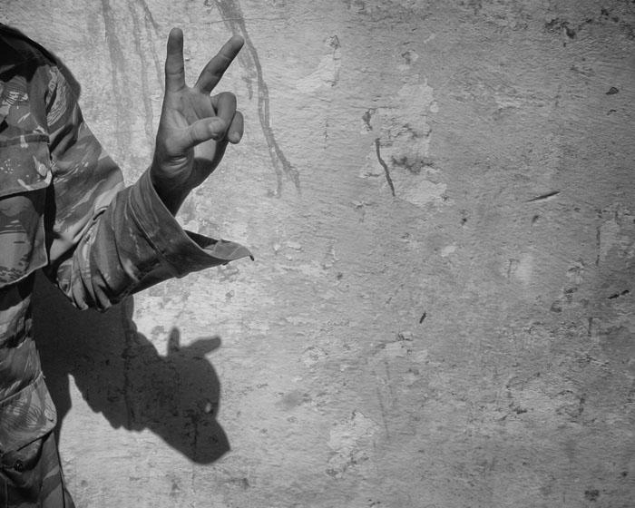 I 1991, etter våpenhvilen, startet det Saharawiske folk en indifida . Saharawier bruker peacetegnet som et symbol på deres fredelige protest mot okkupasjonsmakten.