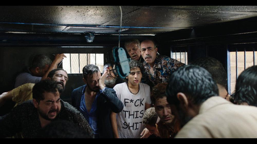 Fengslende:  Clash forteller historien om Det muslimske brorskapets fall i Egypt fra innsiden av en politibil, der mennesker fra begge sidene av konflikten ved en misforståelse ble arrestert.