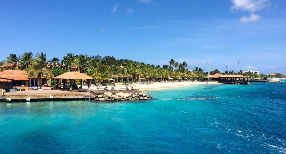 Harbour Village Beach Club er et av de beste hotellene på Bonaire, med strand på den ene siden og en rolig havn på den andre.