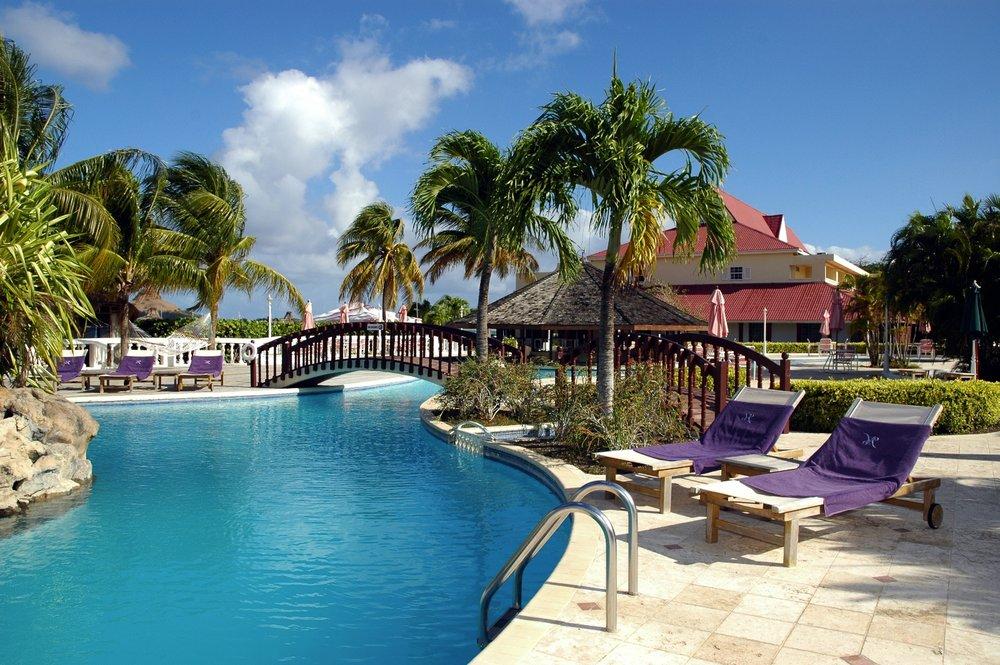 The Royal St. Lucia ligger på St. Lucias beste strand, Reduit Beach, også kalt St. Lucia Beach.