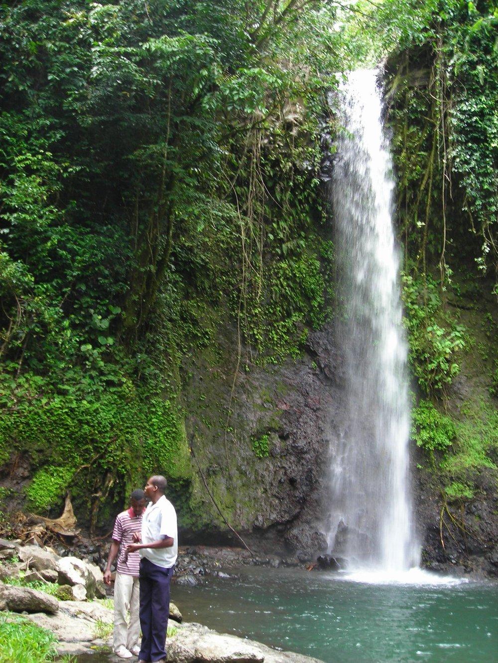 Små fossefall i nasjonalparken Obo på Sao Tomé