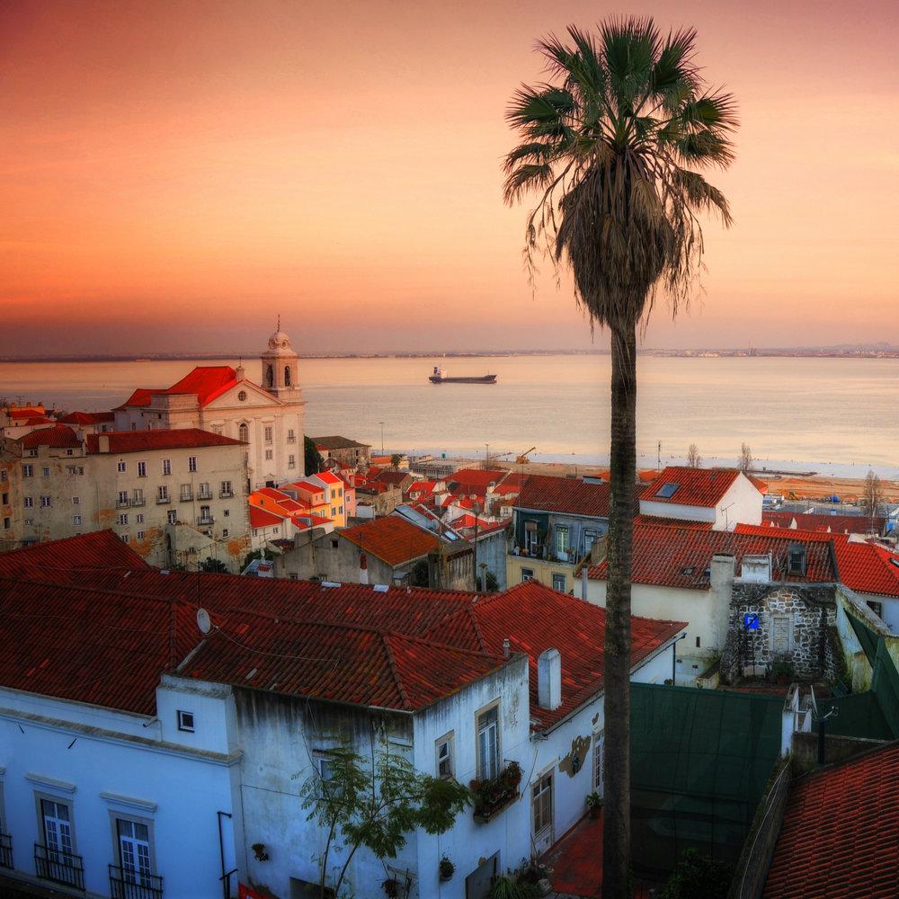 Lisboa har mange nyanser - Det blir sightseeing i denne spennende byen før vi flyr videre til Azorene