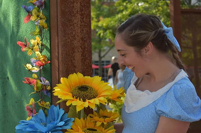 Come by our interactive Alice in Wonderland performances!  Showings are at 6:30 and 7:30pm this Thursday in the Glassboro Town Square. 🌻☀️