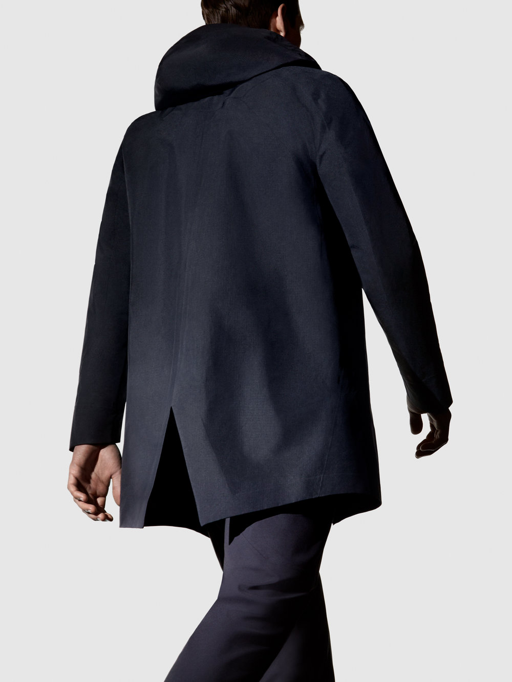 Arcteryx-Veilance-FW17-On-Model-Imagery-Monitor-Coat-02-Portrait-RGB.jpg
