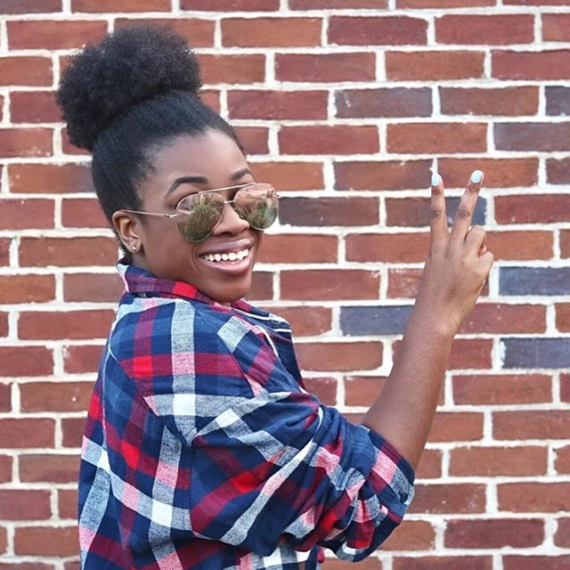 I'm so happy because my puff is poppin!! Time to try out some @cremeofnature, @cantu, and @lusterpink products!! If you are a #naturalhair wearer let me know any tips/tricks to lock in the moisture and define these curls! #nashvilleblogger 📸: @shotsxsi