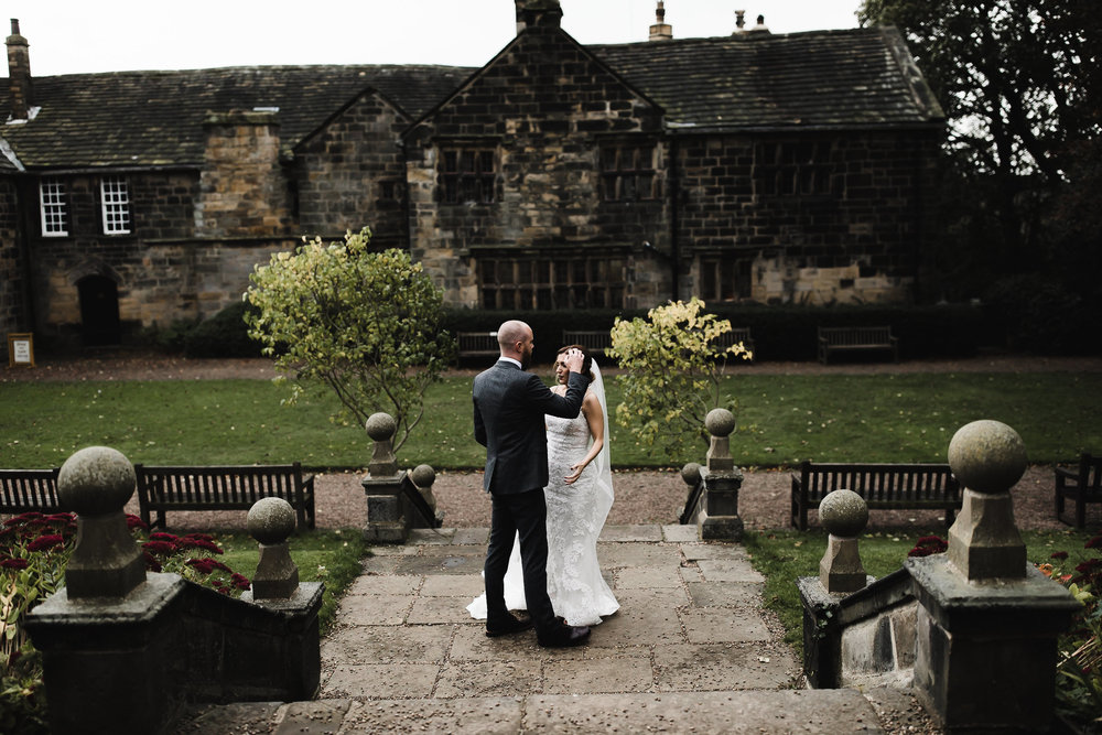 Oakwell_Hall_Yorkshire_rain_wedding_081.jpg