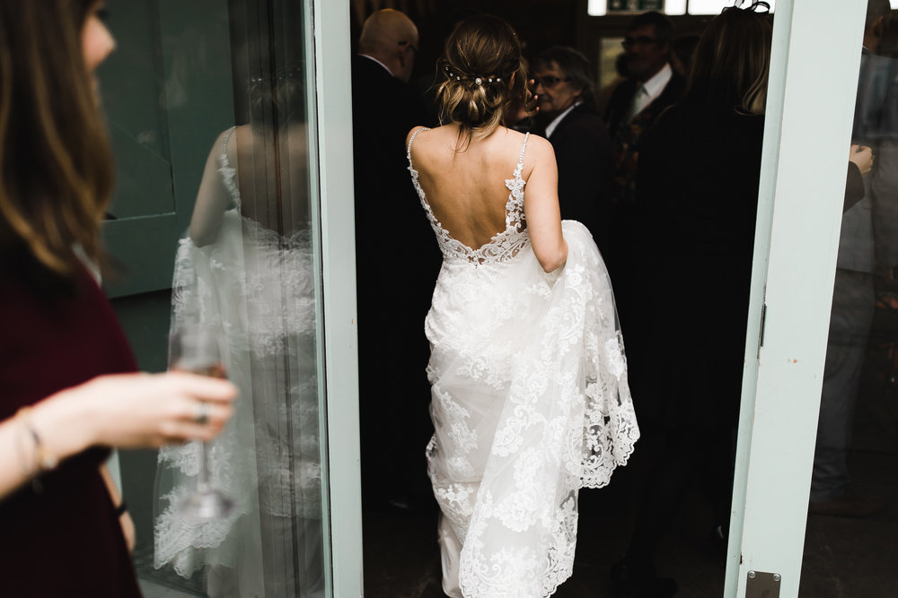 Oakwell_Hall_Yorkshire_rain_wedding_084.jpg