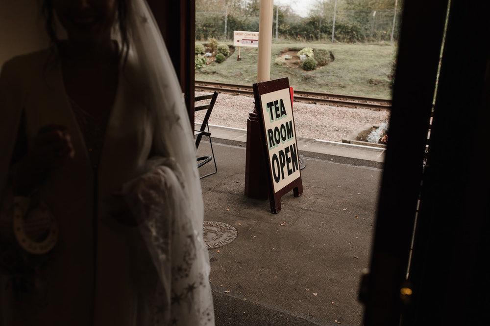 Steam_train_wedding_Great_Central_Railway_Jo_Al_046.jpg