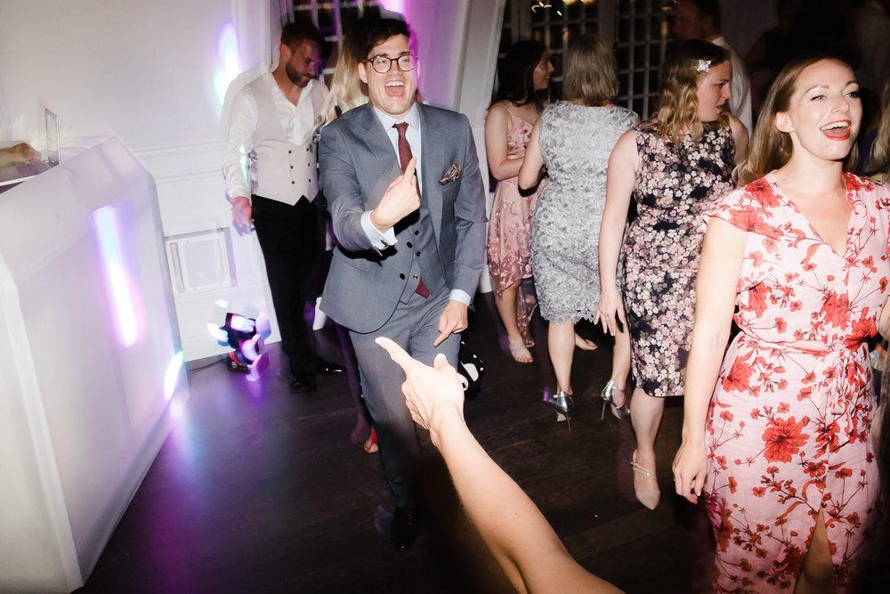 Islington_Town_Hall_Swan_Globe_Theatre_wedding-101.jpg