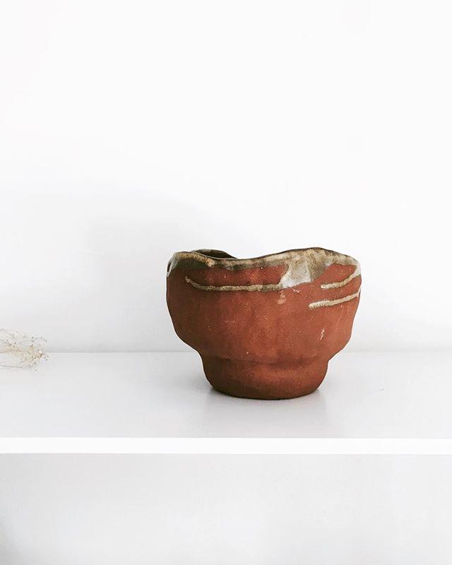 This lumpy pot makes me smile. Smiley Saturday  ______ . . . #shopahuto #pottery #softminimalstyle #handcrafted  #handmade #simplicity #natural #interior #keramik #rocknest #artistunknown #earthware #minimaldesign #salishsea #vancouverisland #ahumantouch #vancouverisland #terracotta #terracottapots  