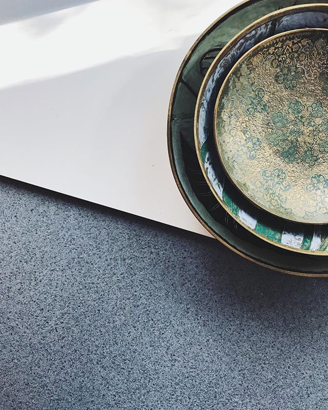 Brass catch-alls, love the contrast with cold stones.⁣⠀ ⁣⠀ ⁣⠀ Made in India. ⁣⠀ ⁣⠀ ⁣⠀ ______⁣⠀ .⁣⠀ .⁣⠀ .⁣⠀ #vintageshop #shopahuto #mybrassabode #design #sustainabledesign #vsco #dishware #housedecor #mixmedium #metaldesign #mydomaine #apartmenttherapy