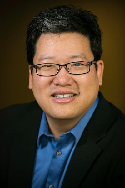 Eddie Yoon HeadShot.jpg