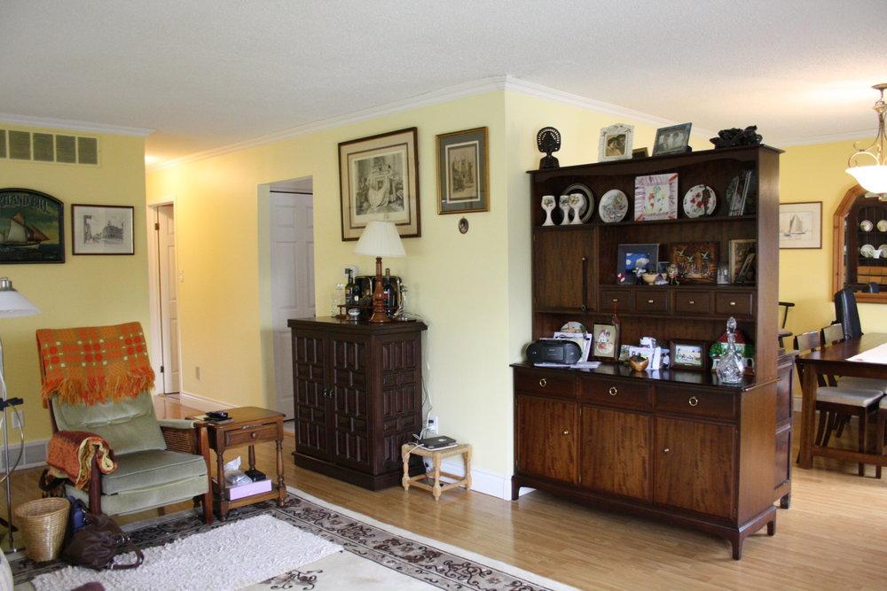 5. Living Room (1).JPG