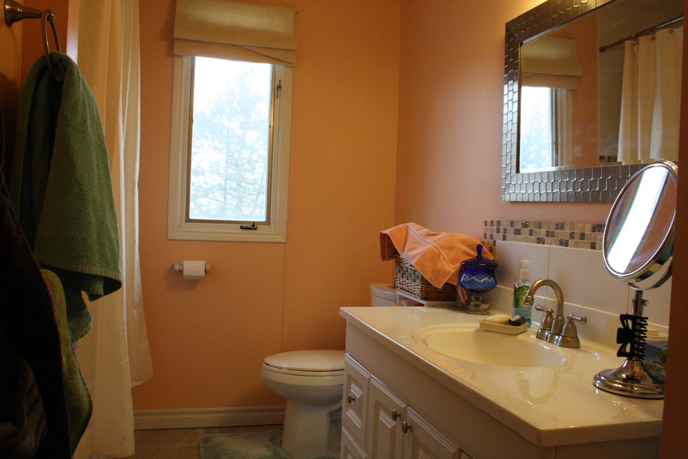 6. Upstairs Bathroom (5).JPG