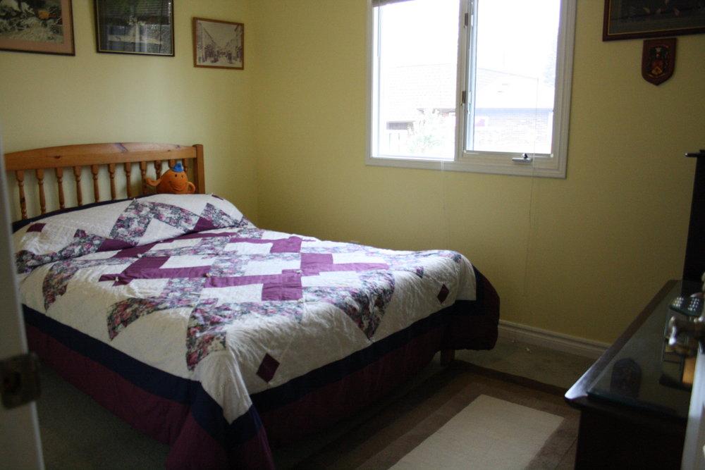 8. Bedroom (2).JPG