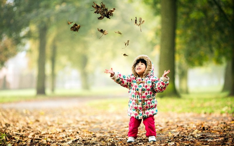 child-happy-nature-autumn-leaves-hd-wallpaper.jpg