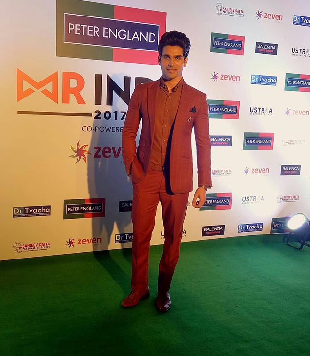 Mr Supranational Asia and Oceania 2017 @altamashfaraz clicked at the red carpet of @peterengland #MrIndia2017 grand finale.  Co powered by @zevenworld  #MrIndia2017Finale #mistersupranational