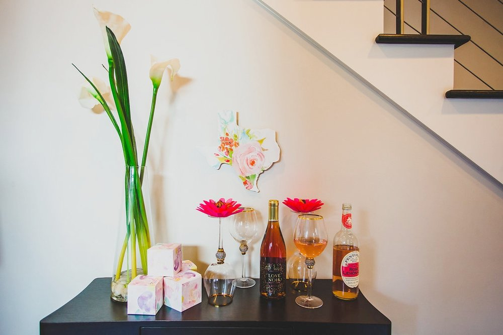 Custom flowers by  ALAAN STUDIOS  // Favor Boxes by  6120CREATIVE // Texas State Sign by   LOVELY RETRO RENOS