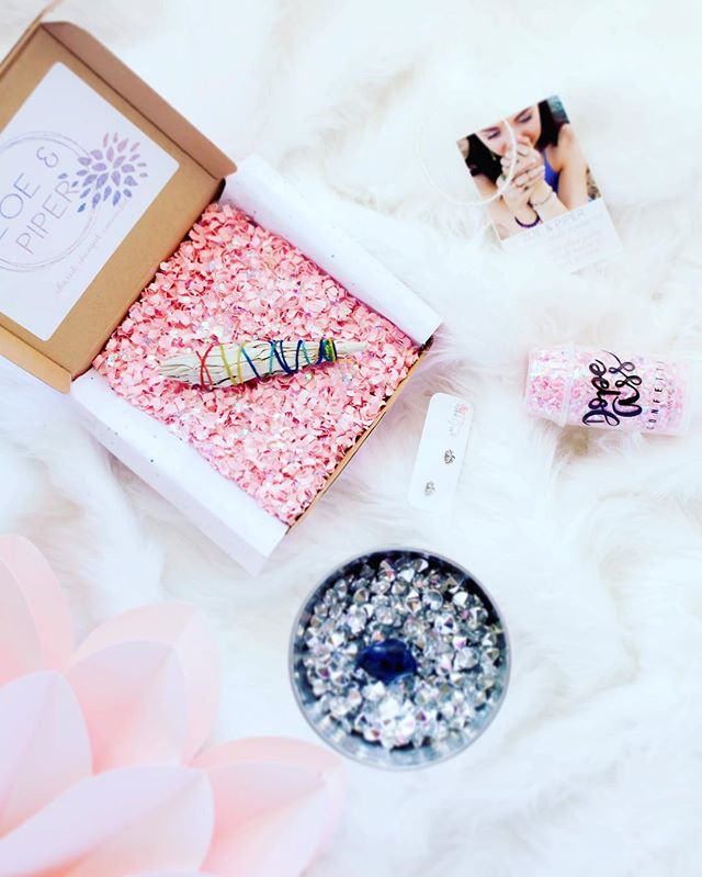 Thank you Zoe and Piper for sending us one of your monthly subscription boxes to try out!!! If you didn't already know, Zoe and Piper create jewelry with meaning by incorporating ancient symbols and healing gemstones in their designs. They've done that with their monthly $29 subscription box. They're giving my followers 25% off when they use code ZPHER25 at checkout. Click the link in my bio and get ready to be cleared, charged and connected!
