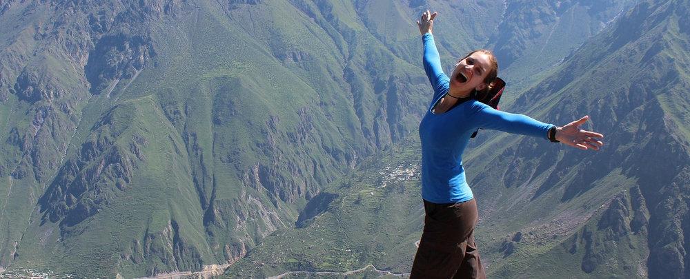 happy-woman-closeup2--1452389_1920.jpg