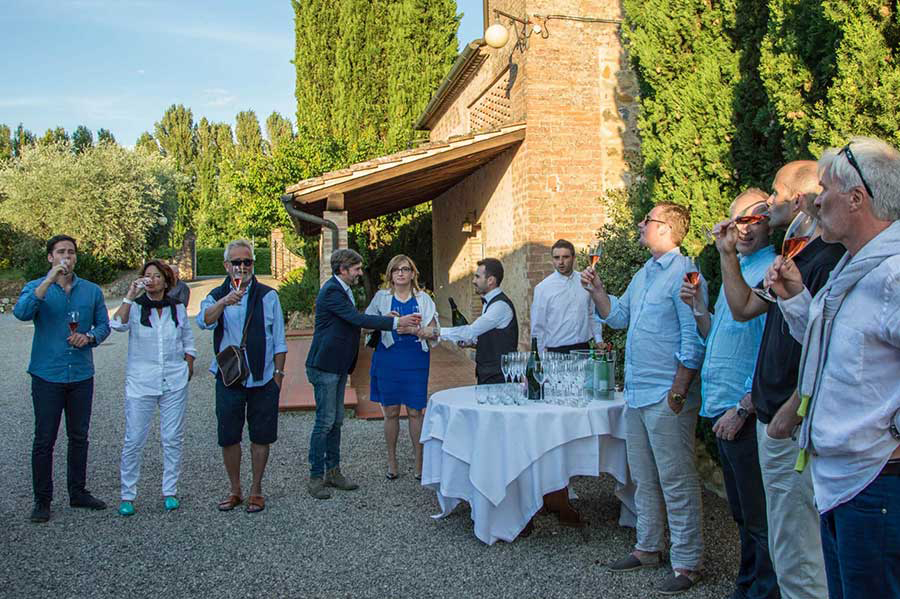 Arriving artists are treated to a welcome wine reception at our artist travel workshop in Tuscany near the town of Arrezzo