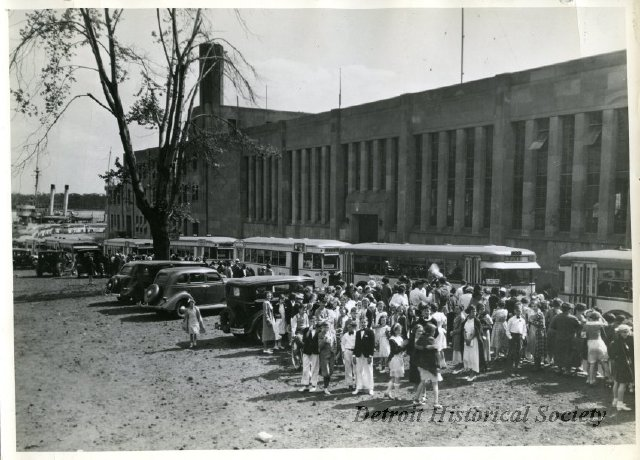 Photo from the  Detroit Historical Society  of the armory in the 1930s. Students from Cass Tech, Crosman, Smith, and West Commerce High Schools present for an event.