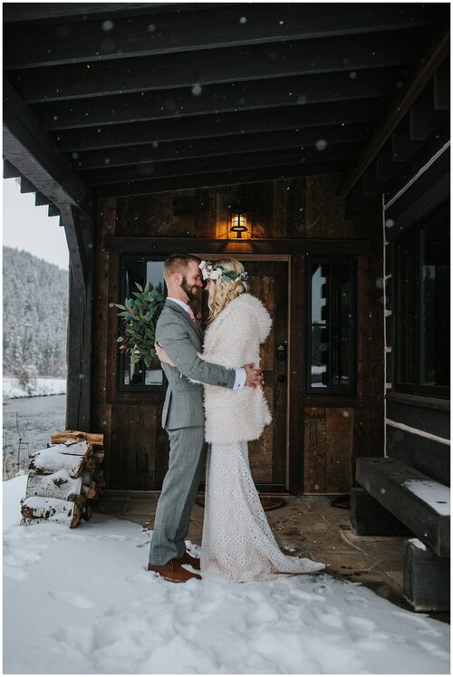 rustic_wedding_southern_barn_outside_summer_or_winter_photographer_knoxville_couple_hugging_romantic_wild_adventure_romance