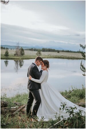 outdoor-wedding-photography-adventure-landscape-water-mountains-nature-hugging-couple-engaged-knoxville-tennessee-chattanooga-look-for-the-light-photo-video